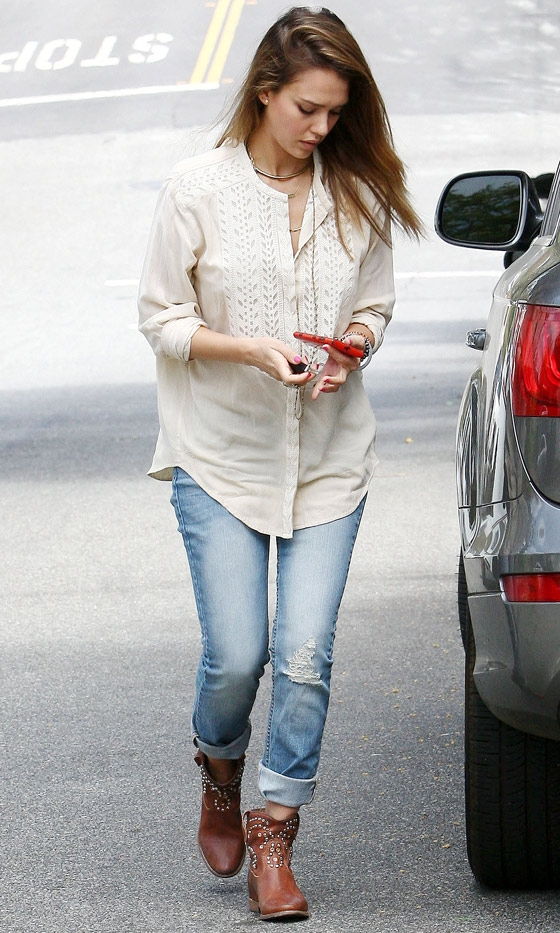 Street Style Jessica Alba Belighter