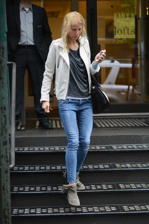 Gwyneth-Paltrow-R13-Skinny-Medium-Blue-3-e1368462475153