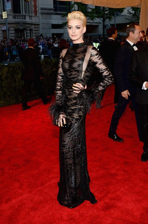 Met-Gala-2013-Anne-Hathaway