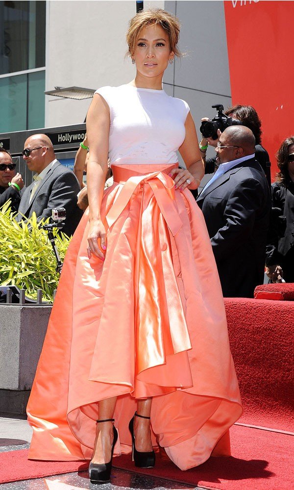 Jennifer_Lopez_Christian-Dior_Dress_Hollywood_Walk_Of_Fame_210613