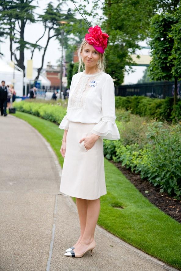 Martha-Ward-Vogue-21Jun13_Dvora_b_592x888