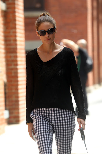 Olivia_Palermo_goes_casual_loose_black_sweater_r