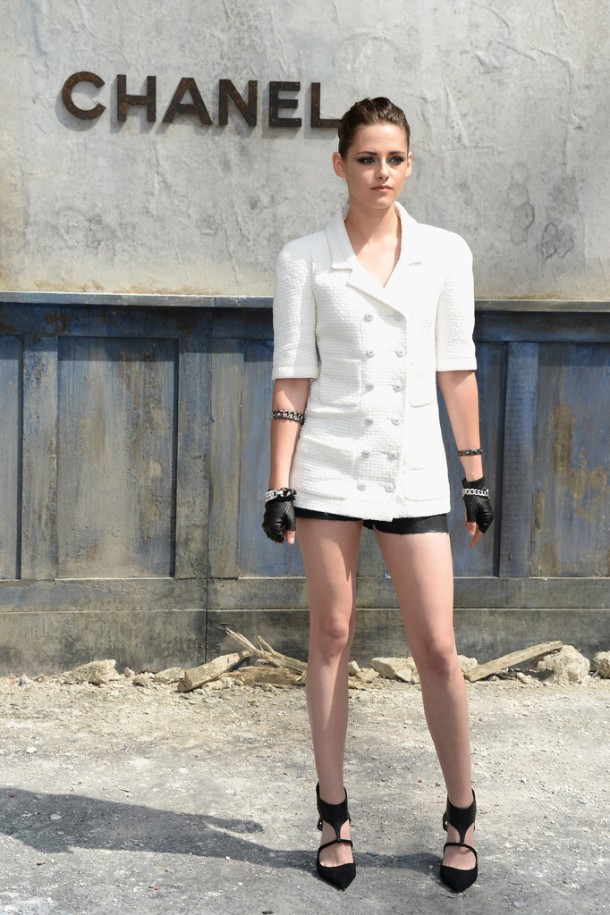 Kristen-Stewart-Wearing-Chanel-Chanel-Haute-Couture-Fall-2013-Front-Row