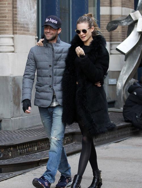 Street Style: Behati Prinsloo & Adam Levine | BeLighter